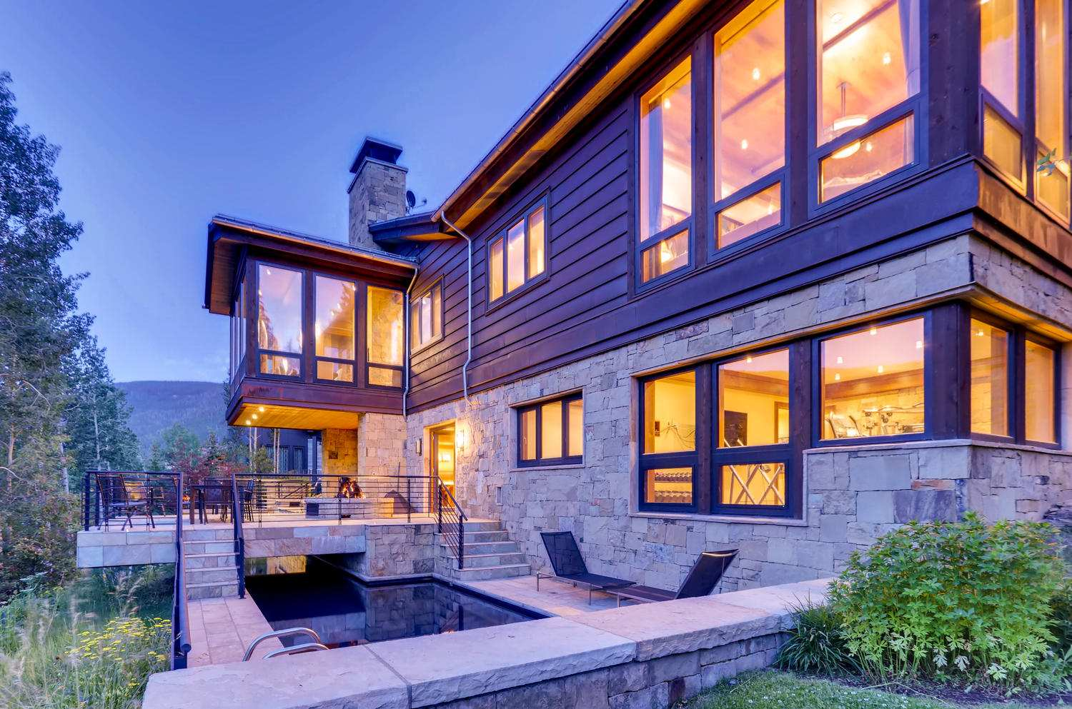 Luxury Vail rental with hot tub near slopes