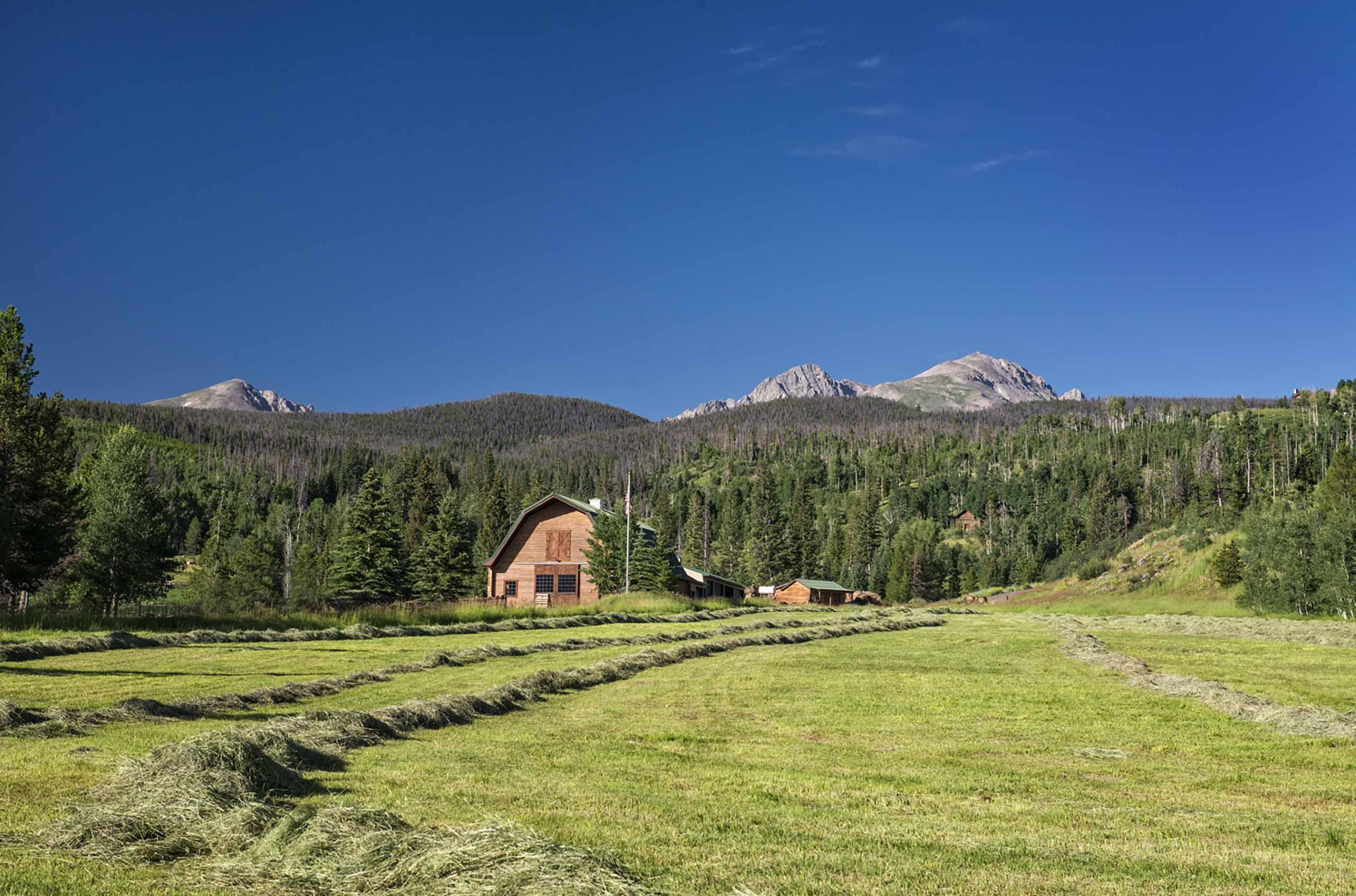 Luxury Colorado Ranch rental with 12 bedroom suites